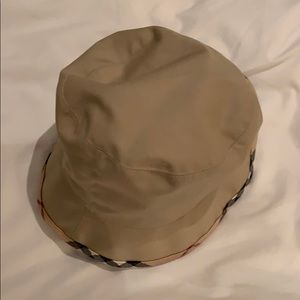 Burberry bucket rain hat